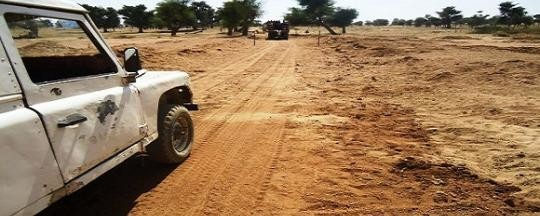 A vehicle on the road in Central Darfur (file photo)