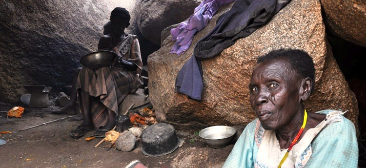 Women hiding in a cave in the Nuba Mountains (Radio Tamazuj)