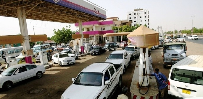 Queues at a Sudan petrol station (File photo)