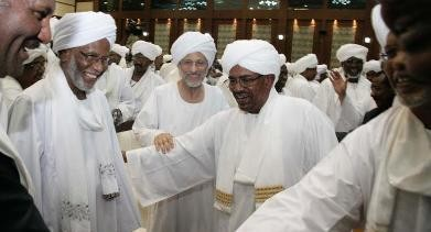 President Al Bashir with Hassan al-Turabi (L) and Ghazi Salaheldin El Atabani (behind him) after his speech calling for a broad national dialogue, 27 January 2014 (Ebrahim Hamid-AFP)