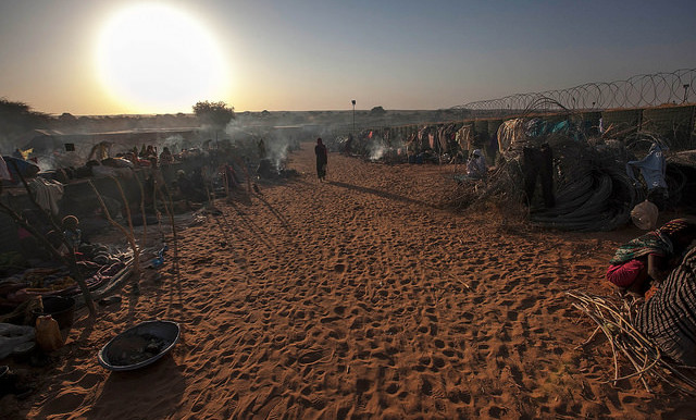 Thousands of people take refuge from attacks by government forces at a safe zone adjacent to Unamid's Um Baru base, North Darfur, 27 January 2015 (Hamid Abdulsalam/Unamid)