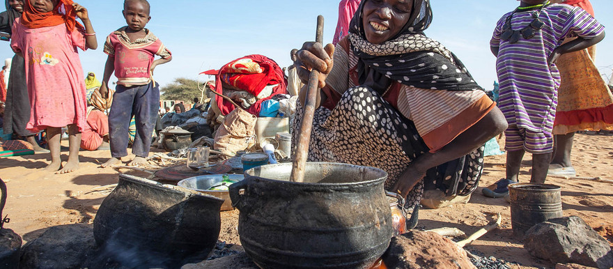 Cooking in the safe zone adjacent to the Unamid team site in Um Baru, North Darfur, on 26 January 2015 (Hamid Abdulsalam/Unamid)