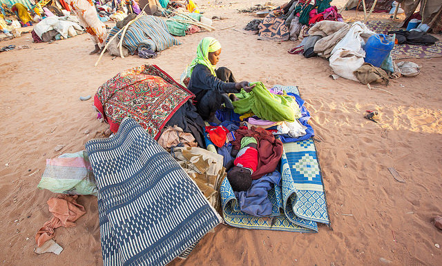 Thousands of people, mostly women and children, take refuge at a safe zone adjacent to Unamid's base in Um Baru, North Darfur, 26 January 2015 (Hamid Abdulsalam/Unamid)