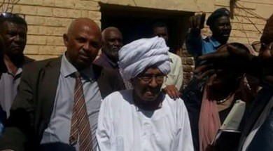 Opposition leader Faroug Abu Eisa on his way to a court session in Khartoum, 2 February 2015 (Sudan Tribune)