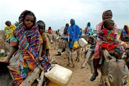 Displaced in search of water near Argo camp in Tawila locality, North Darfur (Reuters)
