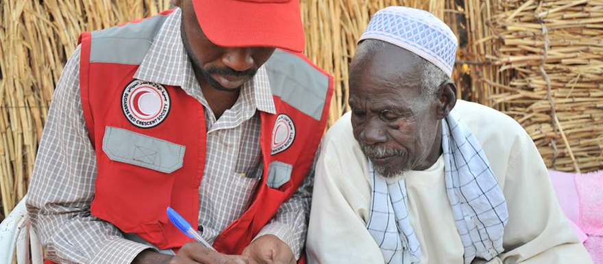 A worker of the Sudanese Red Crescent Society (UNOCHA(