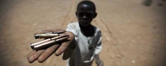 Darfuri child with bullets (Albert González Farran/Unamid)