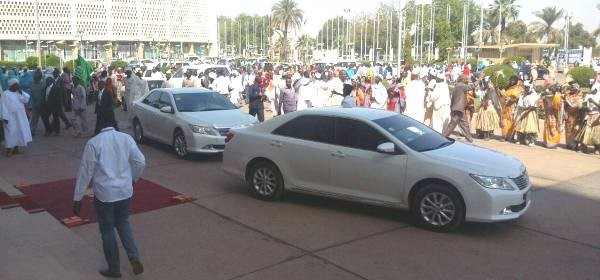 Officials of the new National Justice and Liberation Party arrive at the Friendship Hall in Khartoum, 22 January 2015 (Sudan Vision Daily)