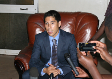 Steven Feldstein speaks to reporters in Juba on 3 July 2014 (Sudan Tribune)