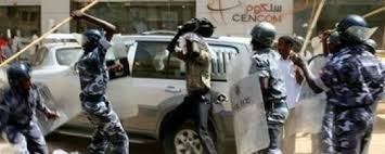 Students clash with police in Khartoum (fine photo)