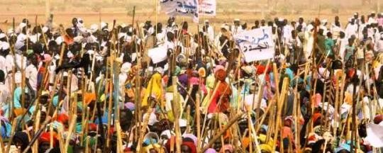 Displaced of the Hamidiya camp in Central Darfur demonstrate against the Social Peace Conferences organised by the Darfur Authority, February 2014 (file photo)