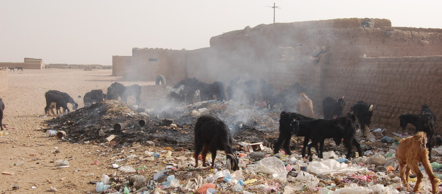 Open air burning is the most common method of waste disposal in the outskirts of Khartoum (postconflict.unep.ch)