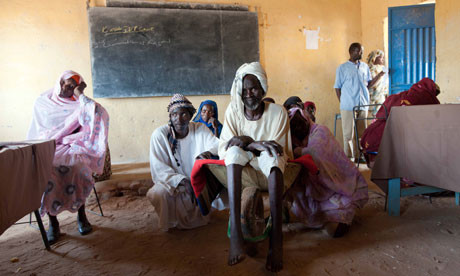 Displaced at a school used as a provisional clinic in Kutum, North Darfur (Albert González Farran/Unamid)