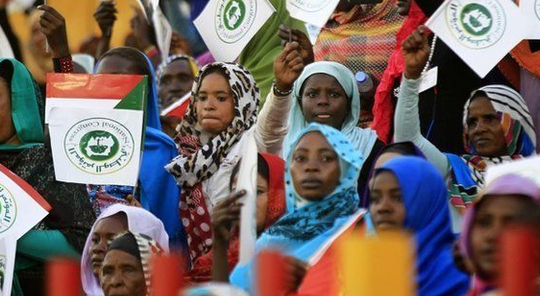 Women at an electoral rally of the ruling National Congress Party in Khartoum, April 2015 (Reuters)