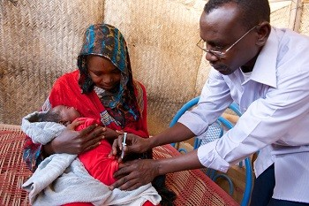A baby receives a vaccination in Sudan (Noorani/Unicef)
