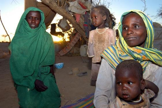 Sudanese refugees in eastern Chad camp (Peter Biro/IRC)