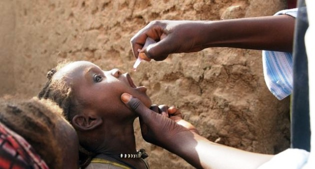 A Darfuri child receives a polio vaccination (file photo)