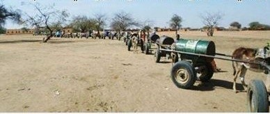 Water carts line-up in Sudan (File photo)