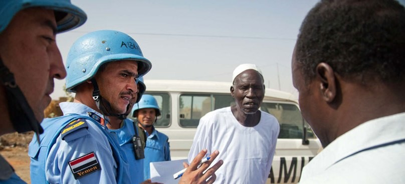 Unamid police speak to residents during patrol in Abu Shouk, Darfur (Unamid)