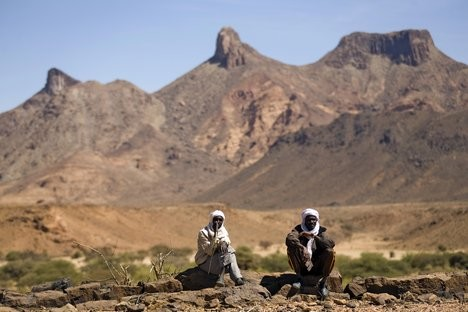 Men on the lookout in North Darfur (Unamid)