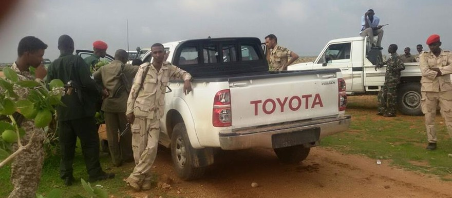 Sudanese military forces surround a vehicle (Sudanese-online)