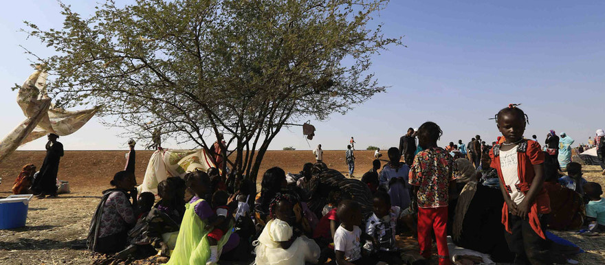 South Sudanese refugees wait at a border gate in Joda in Sudan's White Nile state (baltimoresun.com)