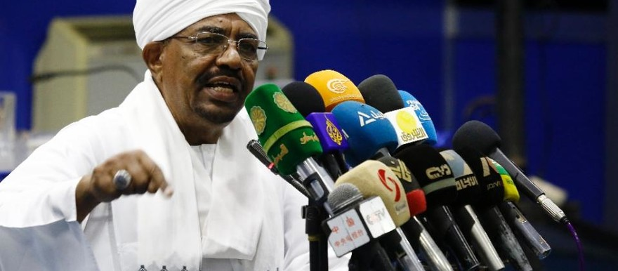 President Omar Al Bashir addresses top officials of his ruling National Congress Party during a meeting in Khartoum, 21 August 2015 (Ashraf Shazly/AFP).