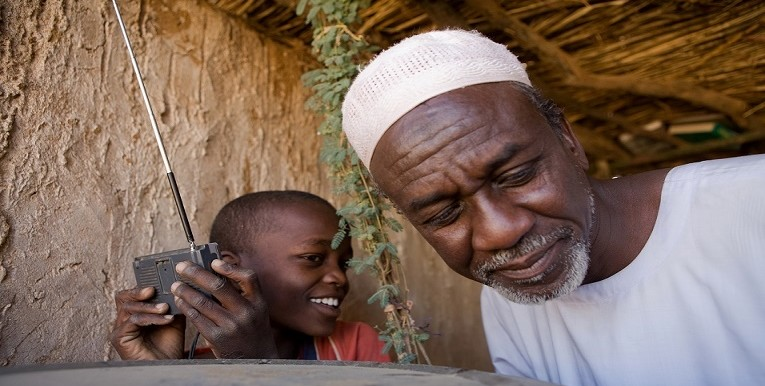 Radio Dabanga listeners in Darfur (by Jan-Joseph Stok)