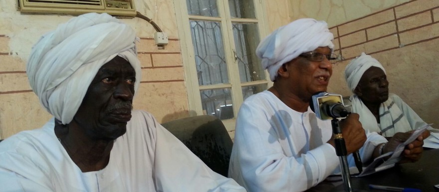 Siddig Yousef (L) at a press conference of the Communist Party of Sudan, Khartoum, 19 August 2015 (RD)