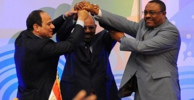 El Sisi (L), Al Bashir (C) and Desalegn after signing the Renaissance Dam agreement in Khartoum on 23 March 2015 ((Ashraf Shazly/AFP)