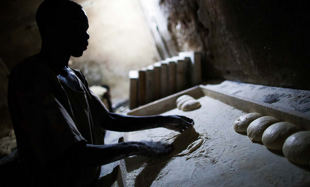 A baker prepares the dough to make bread in in El Fasher, North Darfur (File photo: Albert Gonzalez Farran / Unamid)