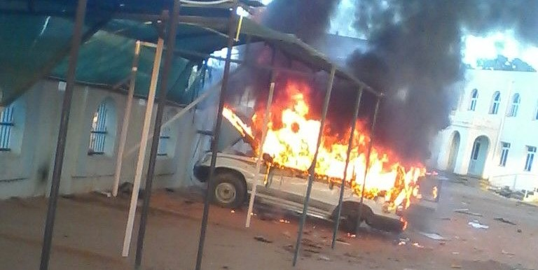 A car set on fire in El Geneina, capital of West Darfur, on 10 January 2016 (Photo by a protester)