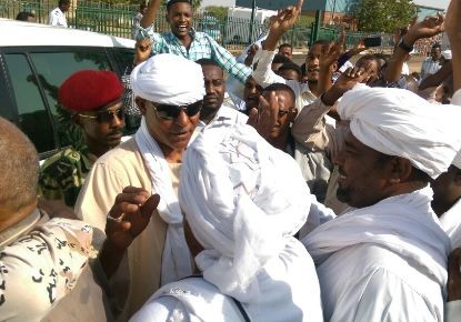 Former Janjaweed leader and tribal chief, Musa Hilal welcomed by his supporters at Khartoum Airport on 30 May 2015 (Saleh Ajab Aldor)