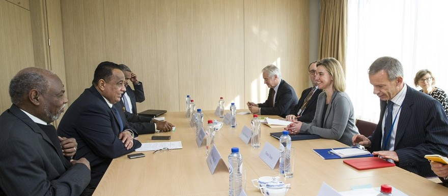 Foreign Minister Ibrahim Ghandour (left, in the middle) and EU High Representative for Foreign Affairs and Security Policy Federica Mogherini discuss the direction for future EU-Sudan cooperation in Brussels, 16 February 2016 (EU)