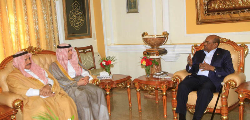 President Omar Al Bashir (R) meets with Foreign Affairs Minister of Saudi Arabia, Adel El Jubeir, on 22 February 2016 in Khartoum (Suna)