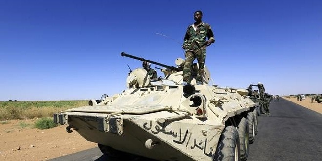 Vehicles at the head of a military convoy of government forces in North Darfur (file photo)