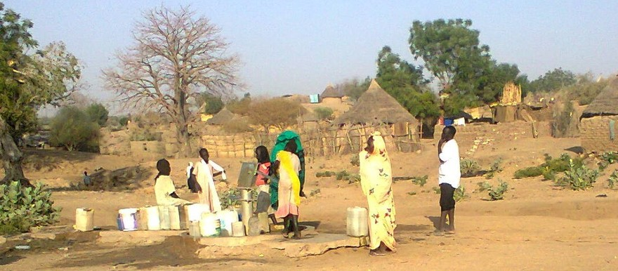 Collecting water with a hand pump in Roseires, Blue Nile State2 (RD correspondent)