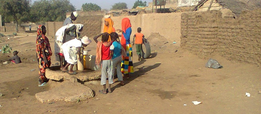 Collecting water with a hand pump in Roseires, Blue Nile State (RD correspondent)
