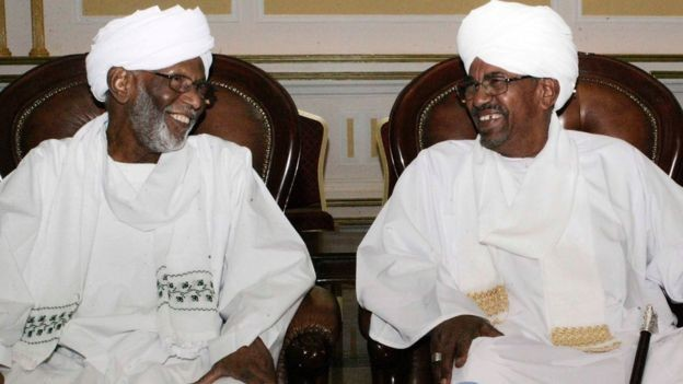 Dr Hassan El Turabi (L) meets with President Al Bashir in Khartoum in 2013 (AFP)