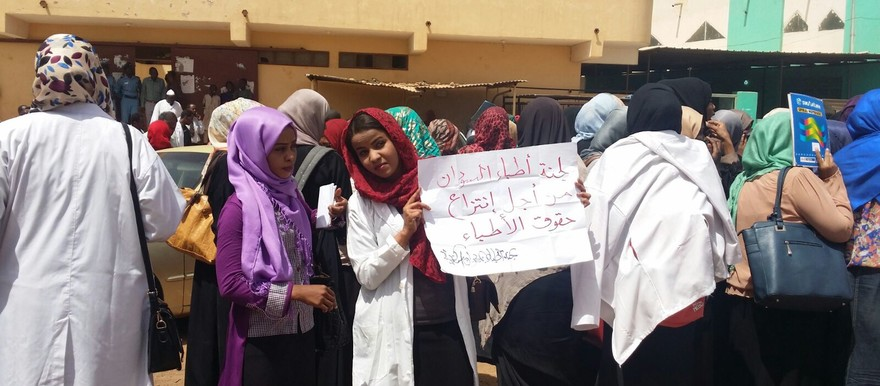 The vigil in Omdurman doctors staged in solidarity with the doctors who face murder charges on Thursday 10 March 2016 (RD)