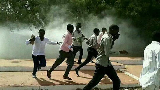 Students at the University of Khartoum attempt to escape from tear gas during a demonstration in March 2016 (RD)