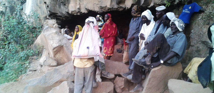 People who fled government attacks and air raids take shelter in caves in western Jebel Marra in February 2016 (RD)