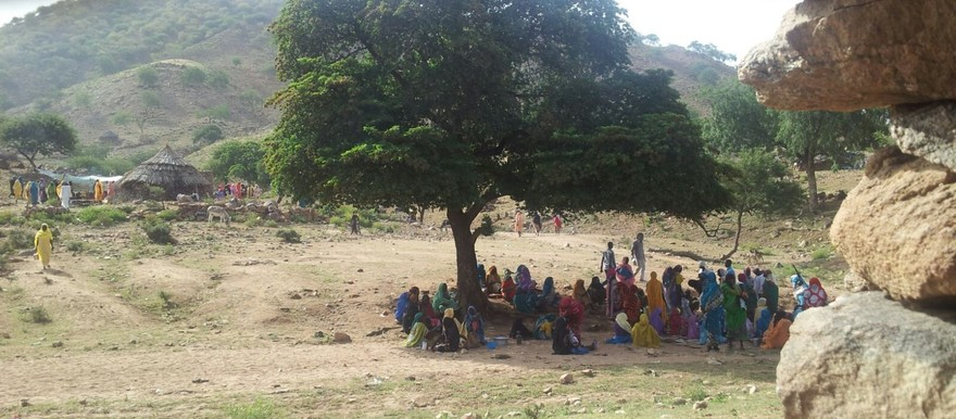 A local community in East Jebel Marra's Rokona village, in 2016 (RD)