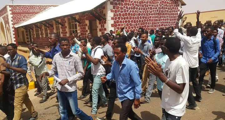 A number of students were detained and wounded during a demonstration in El Obeid in North Kordofan against water pollution in the city on 31 March 2016 (student photo)