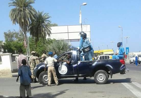 File photo: Police in Port Sudan arrives to control a crowd of protesting students in April 2016 (RD)