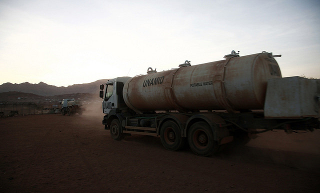 A water tanker in Sortony, North Darfur in May 2016 (Mohamad Almahady / Unamid)