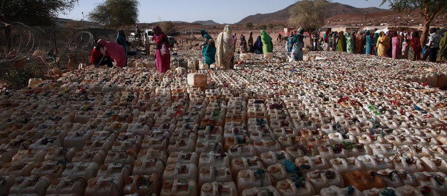 Tens of thousands of people from Jebel Marra have sought refuge near the UN-AU Mission in Darfur's (Unamid) team site in Kabkabiya locality. Humanitarian agencies and Unamid provide relief aid and drinking water to the displaced (Unamid)