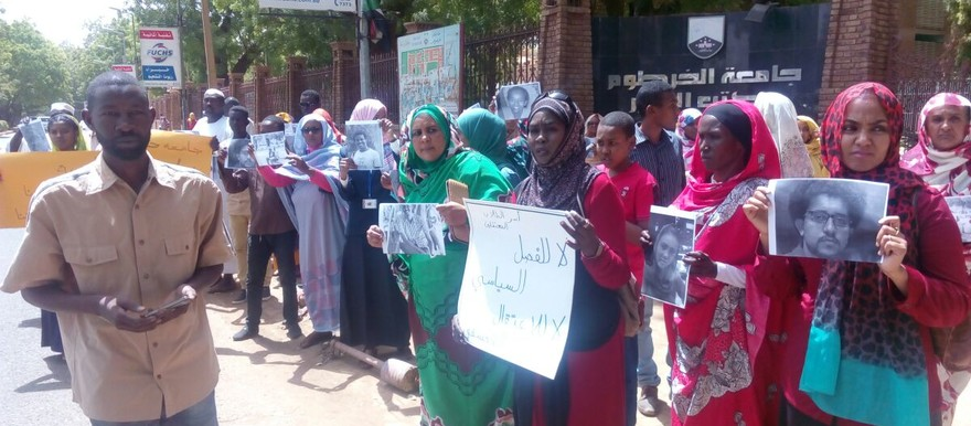 The vigil for detained and dismissed Sudanese students on 25 May, in front of the office of the Vice Chancellor of the University of Khartoum (RD)