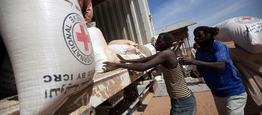 WFP delivers food to North Darfur camps (UN Photo)