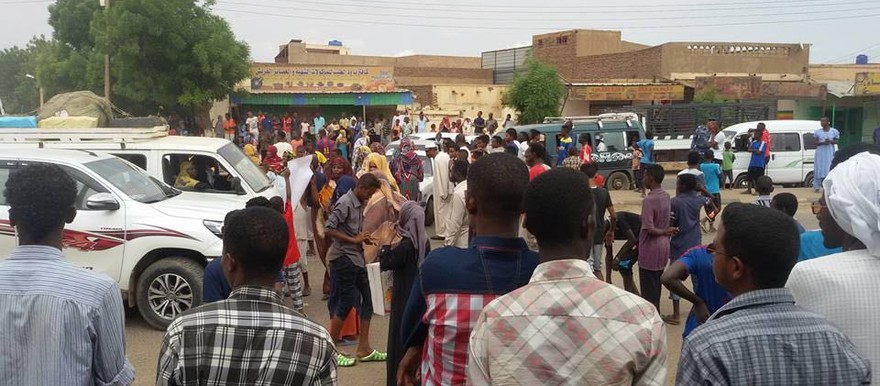 Protest against water supply problems in El Goz district in Khartoum on 12 July 2016 (RD)